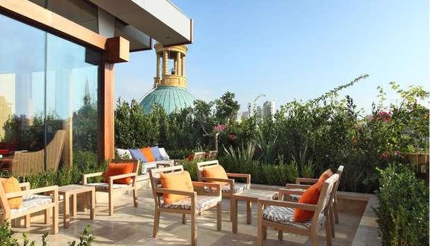 Beirut, no Líbano, é uma das cidades com uma das vidas noturnas mais agitadas. Neste cenário surge o terraço do hotel Le Gray. No alto do prédio, você pode pedir um drinque chamado Cherry Lust, uma mistura que leva vodca, champanhe e uma marinado de cerejas Foto: Divulgação