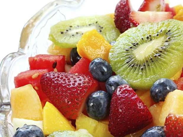 Algumas frutas frescas, além de ricas em nutrientes, podem ajudar a prevenir doenças Foto: Getty Images