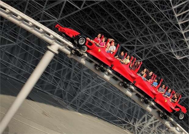 Formula Rossa, Dubai - Inaugurada em 2010 no Ferrari World de Dubai, parque temático da famosa marca de carros italiana, a Formula Rossa é a montanha-russa mais veloz do planeta. Após 4,5 segundos, o brinquedo atinge uma velocidade máxima de 240 km/h, simulando um carro de Fórmula 1 Foto: Divulgação
