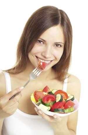 De acordo com cientista, uma dieta com até 600 kcal diárias é a única maneira de prolongar a vida Foto: Getty Images