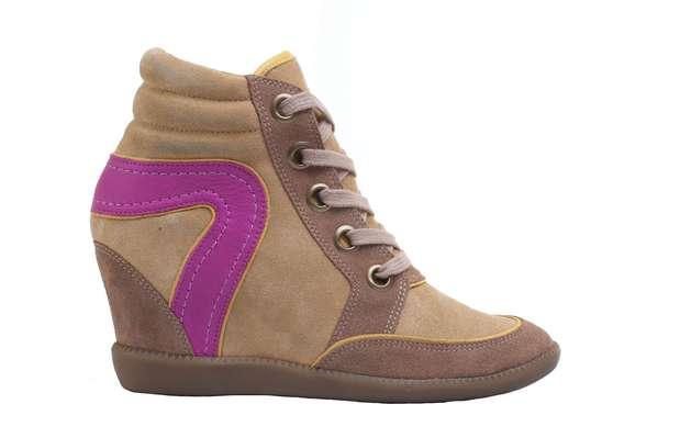 Este modelo de sneaker da C&A mescla bege com rosa. Os preços variam de R$ 209,00 à R$ 249,00. Mais informações em www.cea.com.br Foto: Divulgação