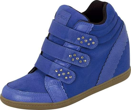 Sneaker azul royal com brilhos no velcro é aposta Dijean. Sai por R$ 129,90. SAC: 0800 728 2010 Foto: Divulgação