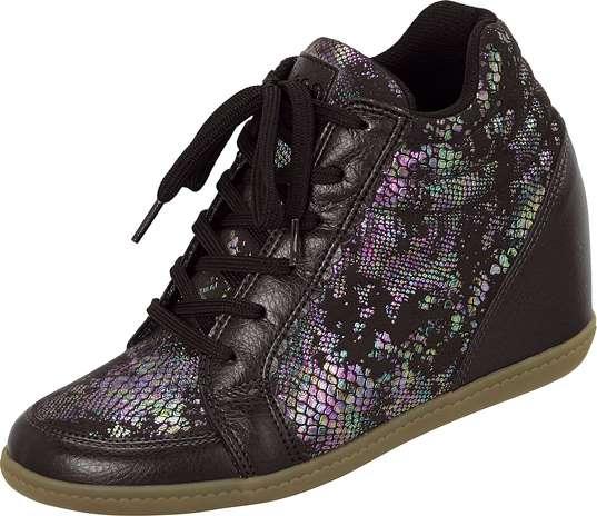 Este modelo de sneaker com cadarço conta com detalhes em furtacor. Sai por R$ 129,90. SAC: 0800 728 2010 Foto: Divulgação