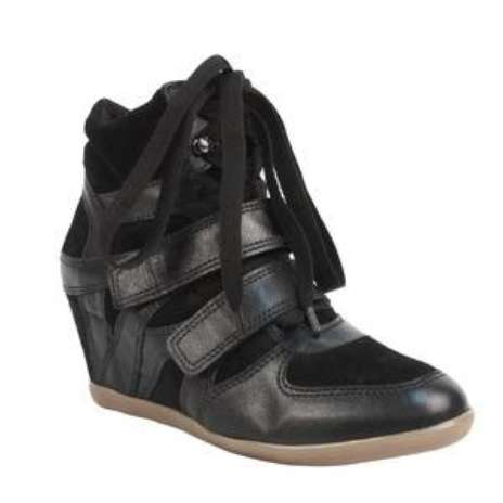 Os tênis sneakers viraram febre e não saem dos pés das fashionistas pelo mundo inteiro. Com salto interno de 6 cm, o modelo dá um toque esportivo cool em qualquer look. Este modelo Shoestock preto sai por R$ 229,90. SAC: (11) 3045-1200 Foto: Divulgação