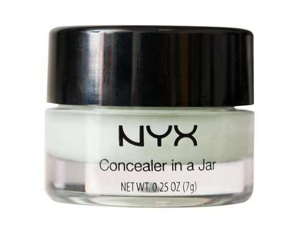 Concealer Jar, da NYX. Corretivo de textura cremasa e acabamento opaco com três opções de de tons de cor da pele, lilás e verde. Preço: R$ 67 cada Foto: Divulgação