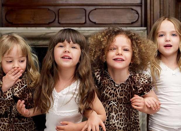 Algumas grifes se dizem preocupadas em manter suas peças apropriadas para crianças. Mas existem muitas versões em miniatura de looks para adultos, que chamam atenção pelo estilo sofisticado Foto: Dolce & Gabbana / Divulgação