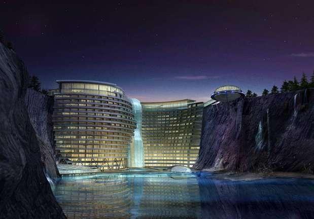 O hotel fica no meio de rochas e foi construído em meio a uma cachoeira natural Foto: Atkins