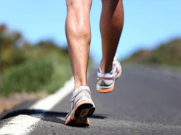 Os pés dos corredores vivem sobrecarregados, por isso é essencial cuidar deles Foto: Getty Images