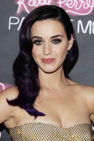 Katy Perry destacou os olhos com a cor preta, indicada para madrinhas e convidadas Foto: Getty Images