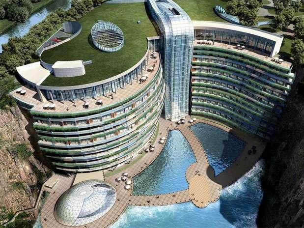 Hotel tem arquitetura impressionante e da vista privilegiada Foto: Atkins / Divulgação