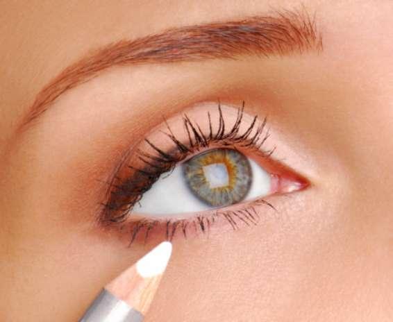 10. Lápis bege: o lápis bege é um mero coadjuvante para a maquiagem, mas pode fazer uma grande diferença. Aplique-o na linha dágua para tirar o ar de cansaço e dar a impressão de que os olhos são maiores, explica Vanessa Foto: Getty Images