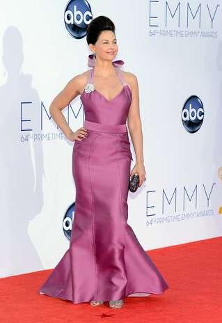 Ashley Judd escolheu um estruturado Carolina Herrera, que contava até com uma pequena cauda, para prestigiar a noite de premiação. Mas o que realmente chamou a atenção no look da atriz foi o topete nada discreto Foto: Getty Images