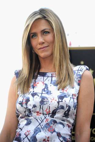 Para conseguir um olhar sem rugas, a atriz Jennifer Aniston usa vaselina no rosto, segundo o jornal britânico 'Daily Mail' Foto: Getty Images