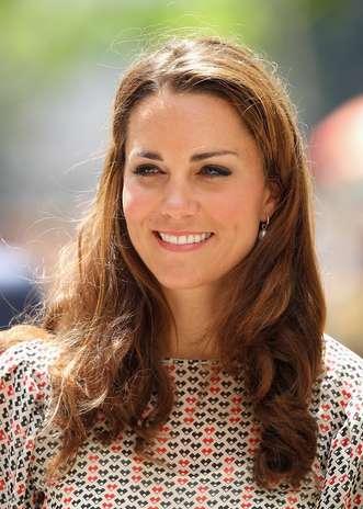 Segundo o site 'Huffington Post', Kate Middleton faz lifting facial com veneno de abelha, uma alternativa orgânica ao Botox que estimula a circulação do sangue na pele. O tratamento faz aumentar a produção de colágeno e estimula a renovação das células Foto: Getty Images