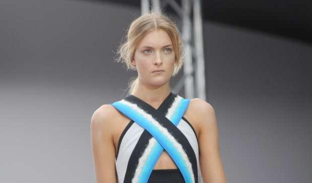 Usar um único tom em todo o rosto é proposta forte para o verão 2013, como mostra o desfile do estilista Peter Pilotto Foto: Getty Images