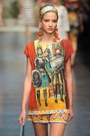 Delineador com rabinho marca look de beleza do desfile verão 2013 da Dolce & Gabbana Foto: Getty Images