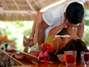 A posição sexual também influencia na velocidade da ejaculação. A tradicional papai-mamãe é uma delas, pois mantem o corpo tenso, principalmente os braços e acelera o processo. Prefira posturas que aliviem essa tensão, como mantendo a parceira por cima Foto: Getty Images