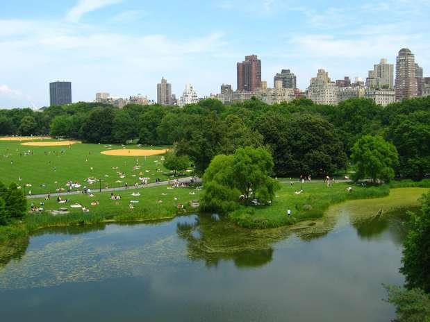 Nova York. O Central Park, localizado bem no coração da agitada ilha de Manhattan, permite aos noivos uma linda celebração de votos. Uma cerimônia de casamento bastante íntima, para cerca de 10 convidados, pode ser feita no parque por 2 mil dólares, o que corresponde a R$ 5 mil. Os noivos ainda podem escolher o cenário das juras de amor Foto: Getty Images