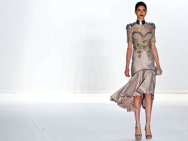 Com a inspiração na cultura do Antigo Egito, ele traduz as características na estrutura e drapeados dos vestidos Foto: Edson Lopes Júnior/Terra