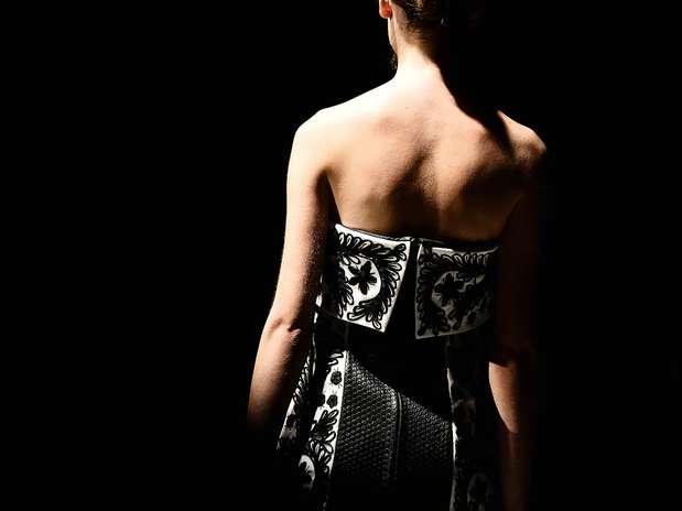 O estilista Reinaldo Lourenço fechou a 34ª edição do São Paulo Fashion Week com um desfile externo Foto: Fernando Borges / Terra