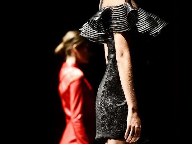 Vestidos, saias, sobretudos e calças apareceram em cortes totalmente elegantes Foto: Fernando Borges / Terra