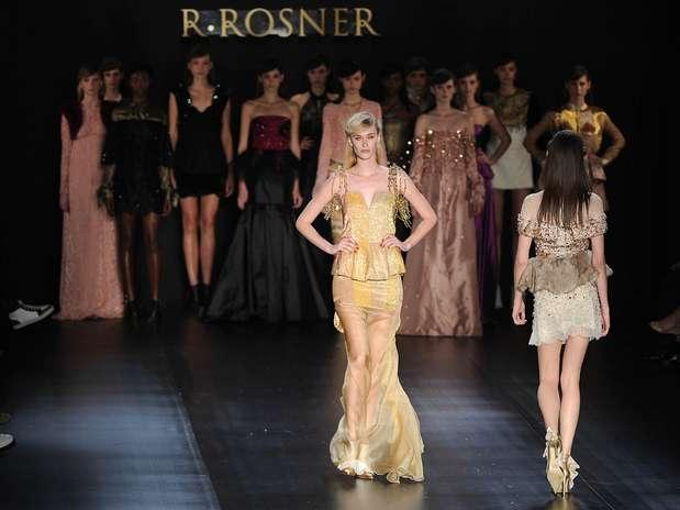 A grife R. Rosner abusou de bordados, transparências e brilhantes em suas peças, como no vestido de Viviane Orth Foto: Bruno Santos / Terra