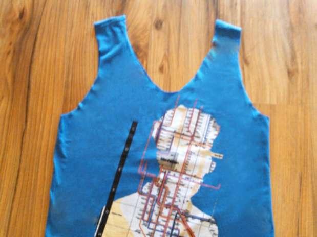 Com a customização, uma simples camiseta se transforma em uma prática sacola de praia Foto: Divulgação