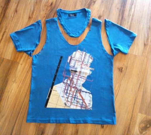 Passo 1: Corte a manga e a gola da camiseta. Se optou por usar aplicações, coloque-as agora, depois de recortar o tecido. Prefira fixar as tachas ou spikes ao redor da estampa Foto: Divulgação