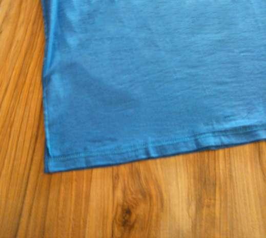 Passo 3: Se você for costurar à mão, lembre-se de deixar o mínimo espaço possível entre um ponto e outro. Afinal, a sacola deverá suportar o peso da carteira, celular, filtro solar etc. Foto: Divulgação