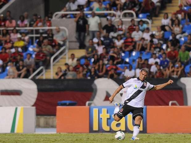 Nilton rescindiu contrato com o Vasco, mas ainda pode ser envolvido em troca Foto: Daniel Ramalho / Terra