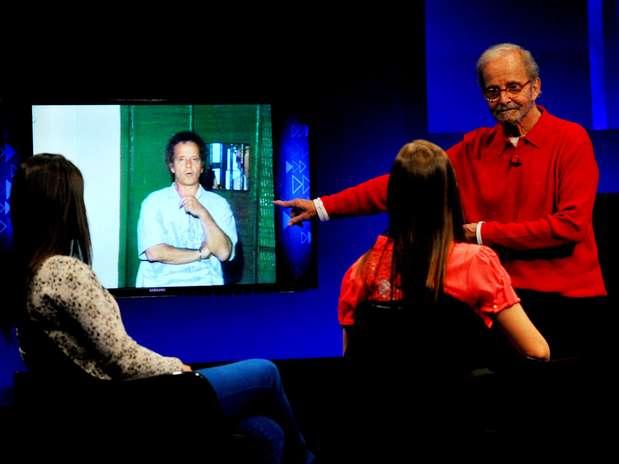 """Em seu novo programa, Goulart de Andrade revisita seu acervo e o apresenta para estudantes de jornalistas que devem \""""atualizar\"""" este conteúdo Foto: Edson Lopes Jr. / Terra"""