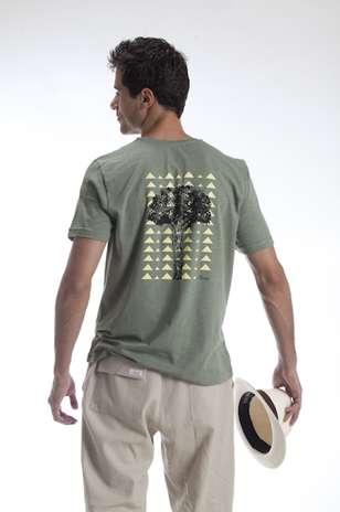 Camiseta de algodãoorgânico e calça de linho: moda atemporal é a marca registrada da Onng Foto: Divulgação