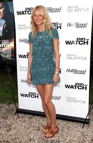 A chique Gwyneth Paltrow combinou o vestido curtinho com uma rasteirinha de couro cru Foto: Getty Images