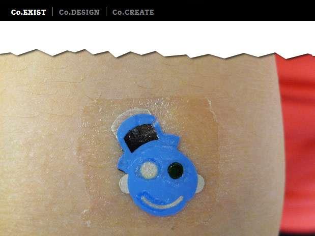 A nova tatuagem é pequena, pegajosa e pode resistir à transpiração intensa Foto: Reprodução