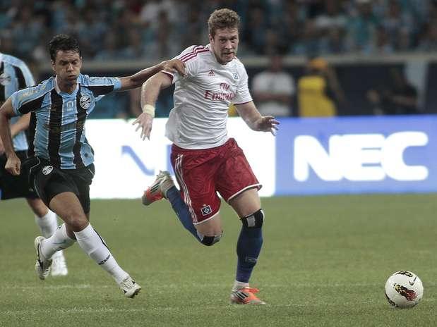 Imprensa citou chuveiros quebrados e problemas com escolta após derrota do Hamburgo em amistoso no Brasil Foto: EFE