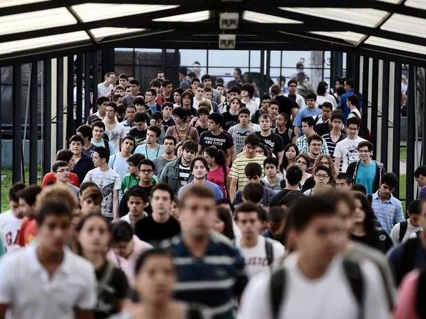 Na capital São Paulo a prova começou com 30 minutos de atraso. Segundo o Professor Luiz Carlos Rossato, coordenador do vestibular, a tolerância existe principalmente no primeiro dia, em que muitos não conhecem o caminho Foto: Fernando Borges / Terra