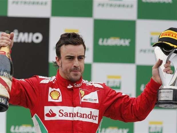 Fernando Alonso foi eleito o melhor piloto do ano entre todas as categorias Foto: Paulo Whitaker / Reuters
