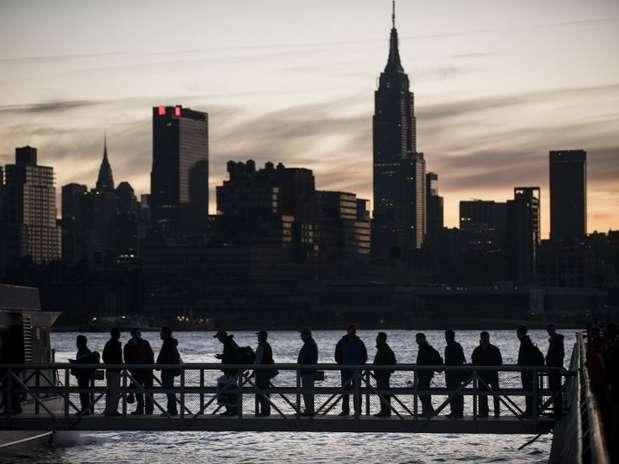 O bairro de Manhattan, em Nova York, fica sem luz após a passagem do furacão Sandy Foto: AFP