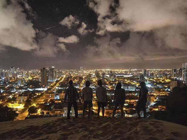 Internauta flagra chuva de meteoros em Natal, Rio Grande do Norte Foto: Rodrigo Toscano / vc repórter