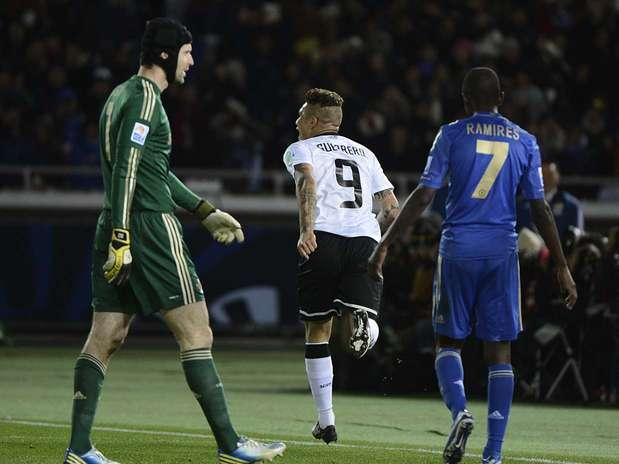 Guerrero repetiu semifinal e marcou, de cabeça, o gol decisivo da vitória corintiana Foto: Ricardo Matsukawa / Terra