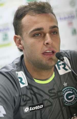 Renan foi apresentado no Goiás e mostrou boas expectativas com nova fase na carreira Foto: Rosiron Rodrigues/Goiás EC / Divulgação