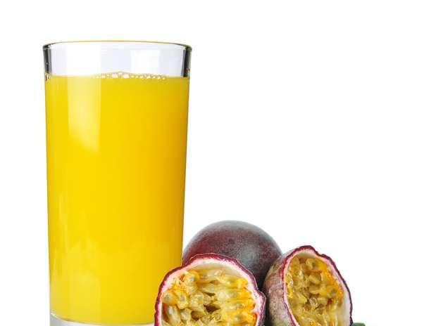 Conhecido por ser calmante, suco de maracujá também hidrata a pele e melhora o metabolismo Foto: Shutterstock