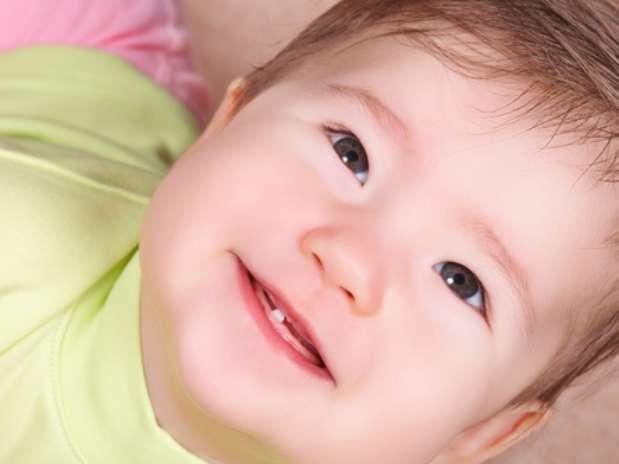 Alivie a dor do nascimento dos primeiros dentes do bebê