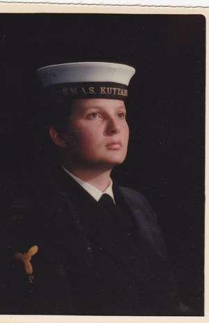 """Debara Nydrle, em foto da época que serviu na Marinha Australiana: \""""Há uma cultura de proteção dos abusadores e as vítimas são forçadas ao silêncio\"""" Foto: Reprodução"""