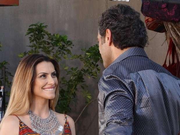 Bianca (Cleo Pires) pede para o amado mostrar como é que se beija com os olhos Foto: TV Globo / Divulgação