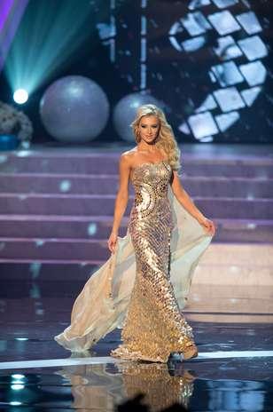 Miss África do Sul Melinda Bam durante desfile de traje de gala Foto: Divulgação