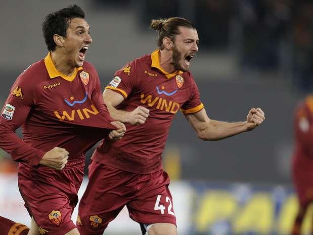 Burdisso (foto), Osvaldo e Lamela (dois) fizeram os gols da Roma, que segue no sexto lugar Foto: AP