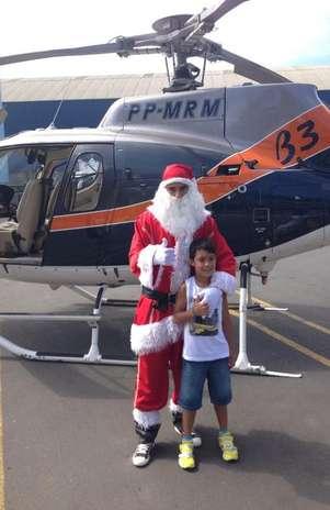 Chicão voltou a Estiva Gerbi vestido de Papai Noel para distribuir presentes Foto: Twitter / Reprodução