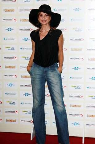 Elda Alvigini escolheu um par de jeans com pernas longas e amplas, que aumentam o comprimento das pernas Foto: Getty Images