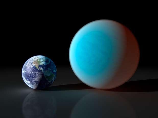 Projeção feita pela Nasa mostra o planeta Cancri (esq.) ao lado da Terra Foto: AFP